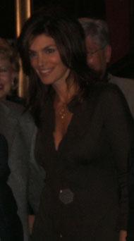 zöld női divat kabát pink szőrmével videóklippben